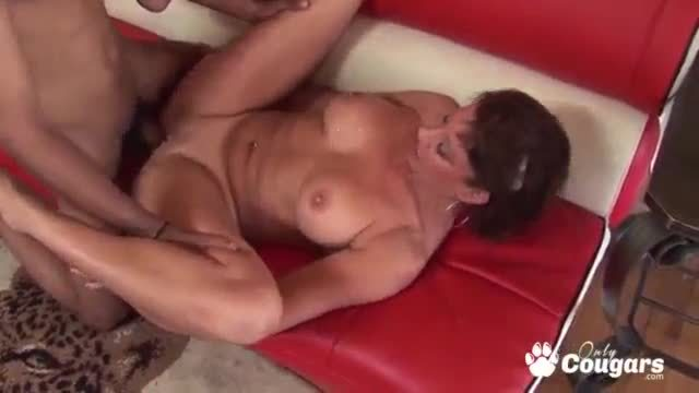 Vanessa Videl Fills Her Pussy WIth Cum From A BBC